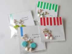 earrings wrapping イヤリングのラッピング/ パーツのカラーに合わせる - ハンドメイドアクセサリー「rue」のアイテムと、アクセサリーのラッピング、発送、梱包、おしゃれな食品パッケージについてのブログ Handmade Accessories, Handmade Jewelry, Diy And Crafts, Paper Crafts, Packing Jewelry, Handmade Clutch, Holiday Market, Jewelry Making Tutorials, Jewelry Packaging
