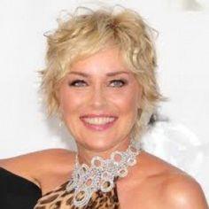 Sharon Stone nasceu em em uma pequena cidade da Pensilvânia. Seu pai era operário e sua mãe dona de casa....