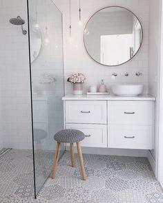 Small bathrooms: 50 photos to decorate Bathroom Interior Design, Interior Decorating, Small Bathroom Furniture, Modern White Bathroom, House Design, Home Decor, Ideas Decoración, Family Bathroom, Small Bathrooms