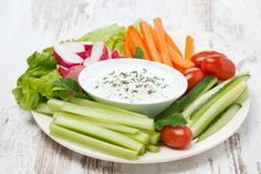 Le dip sono quelle salsine in cui intingere basoncini di verdure crude e altri alimenti. Ecco alcuni consigli per preparare ottime dip e rendere più piacevole il consumo di verdura.