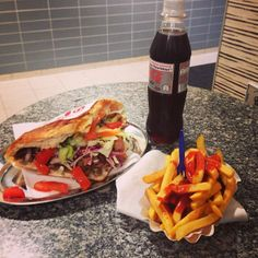 Not gunna lie, this has got to be some of the best German fast food ever! Doner Time has the best Doners! Turkish Recipes, Greek Recipes, Ethnic Recipes, Doner Kebabs, The Good German, Good Food, Yummy Food, Recipes From Heaven, Dessert Drinks