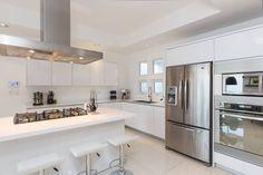 minimalistische Küche von Grupo Arsciniest
