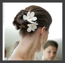 Not those flowers, but this idea of an elegant bun...
