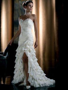 Bruidsjurk met hoge split in Spaanse stijl