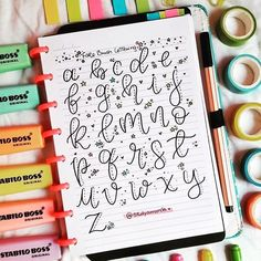 If anybody struggles w/ a brush pen, this tutorial by is great for practicing lettering 😊💕 ⠀⠀⠀⠀⠀⠀⠀⠀⠀ Instead of applying heavy… hand lettering drawing Journal Fonts, Bullet Journal Notes, Bullet Journal Ideas Pages, Bullet Journal Inspiration, Daily Journal, Hand Lettering Alphabet, Doodle Lettering, Creative Lettering, Brush Lettering
