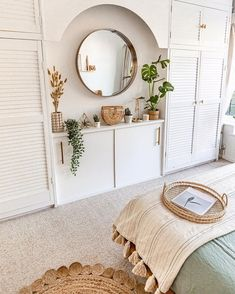 Complete the bohemian décor of your bedroom with your preferred residence plant. - Complete the bohemian décor of your bedroom with your preferred residence plants. Home Interior, Interior Design, Bohemian Bedroom Decor, Bohemian Interior, House Plants Decor, Home Renovation, Furniture Makeover, Sweet Home, New Homes