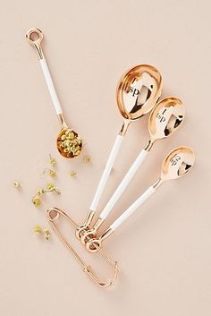 Anthropologie Delaney Measuring Spoon Set - unique gifts - gifts for her - kitchen gadgets (affiliate link)