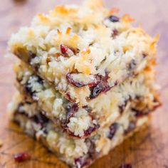 Cranberry Bliss Seven Layer Bars - A marriage of the famous Starbucks Cranberry Bliss Bars with Seven Layer Bars! White chocolate, cranberries, coconut, and so good! Fast and super easy! Cranberry Dessert, Cranberry Bliss Bars, Cranberry Cookies, Cranberry Recipes, Holiday Desserts, Just Desserts, Cookie Recipes, Dessert Recipes, Bar Recipes