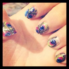 Sparkly peacock nails(: