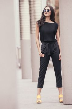 PANTALÓN PAPER BAG: Pantalón tipo paper bag con bota ajustada, bolsillos laterales y lazo en cintura. Disponible en color negro. Color Negra, Jumpsuit, Formal, Outfits, Dresses, Fashion, Models, Pockets, Trousers