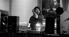"""Il 18 Gennaio Dave Grohl presenterà il suo documentario """"Sound City"""" al Sundance Film Festival.  Il cantante ha dichiarato che salirà sul palco con tanti protagonisti del film per un esibizione live.  Non sappiamo di preciso chi ci sarà ma probabilmente Stevie Nicks dei Fleetwood Mac, Trent Reznor e Josh Homme dei Queens of the Stone Age."""