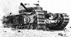 """Un tanque Churchill del 14 Regimiento de Tanques """"Calgary"""" del ejército Canadiense, destruido en una rocosa playa de Dieppe, durante la ..."""