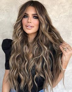 Brunette Hair With Highlights, Brown Blonde Hair, Subtle Highlights, Warm Blonde, Blonde Ombre, Light Brunette Hair, Brunette Hair Colors, Highlights For Brunettes, Dark Brown Long Hair