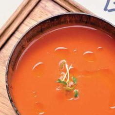 Gazpacho de melocotón con 'pa-amb-tomàquet' y jamón #recipes #cuisine