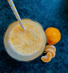 Mandarinen-Smoothie mit Maca - lecker und erfrischend 😊 Maca Pulver, Superfood, Cantaloupe, Smoothies, Fruit, Recipes, Banana, Yellow Fruit, Almond Milk