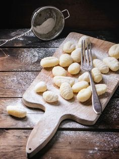 Gnocchi are small, high quality and straightforward to make. In our small cooking college we reveal how one can simply make gnocchi your self. Pasta Recipes, Dinner Recipes, Dessert Recipes, Recipe Pasta, Tortellini, Making Gnocchi, Brunch, Kefir, Sandwich Recipes