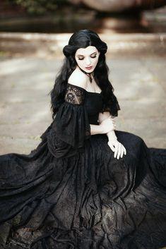 Victorian Gothic Wedding, Gothic Victorian Dresses, Victorian Fashion, Medieval Gothic, Vintage Gothic, Gothic House, Vintage Fashion, Romantic Goth, Yennefer Of Vengerberg
