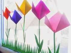Endlich ist die Sonne wieder da und die ersten Tulpen strecken ihre Köpfe ans L… Finally the sun is back and the first tulips stretch their heads to the light. For the nursery window, we have colorful tulips … Paper Child, Diy And Crafts, Paper Crafts, Kids Origami, Paper Ornaments, Origami Tutorial, Crepe Paper, Light Art, Happy Easter