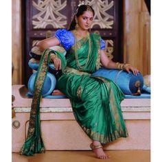 Latest Designer Indian Sari Traditional Clothing Saree with blouse piece Bridal Sarees South Indian, Indian Bridal, Indian Sarees, Indian Bollywood, Bollywood Style, Indian Dresses, Indian Outfits, Bollywood Designer Sarees, Silk Saree Blouse Designs