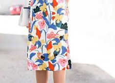 Printed blouse and skirt with nice accessories