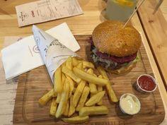 Der Fette Bulle Great Burgers near the train station in Frankfurt