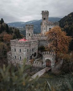 Beautiful Castles, Beautiful Buildings, Beautiful Places, Amazing Places, Places To Travel, Places To See, Travel Destinations, Villas, Templer