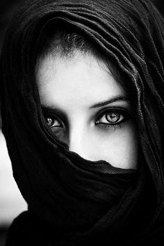 ♀ Woman portrait Black and White