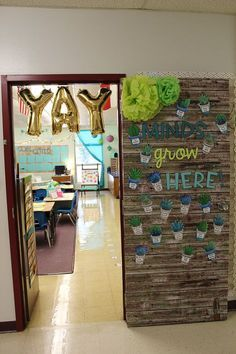 It's finally time for my classroom reveal! I can't wait to show you guys what a great deal of work I put in to making my classroom look calming and run smoothl
