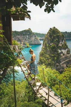 The bamboo Nusa Penida Treehouse (Rumah Pohon) is perched on the edge of epic cliff view You can stay here overnight for a surprisingly cheap on Airbnb. Bali Travel Guide, Asia Travel, Travel Pics, Journey, Beautiful Islands, Beautiful Places, Bali Honeymoon, Honeymoon Ideas, Travel Tips