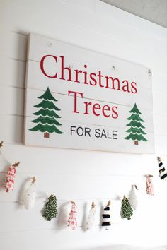 Create this DIY Rustic Tree Sign with vinyl and your Silhouette cutting machine! Visit our site to purchase your machine and create DIY Christmas decor, today! Christmas Tree Sale, Rustic Christmas, Winter Christmas, Christmas Decorations, Holiday Decor, Christmas Ideas, Silhouette America, Silhouette Machine, Banner