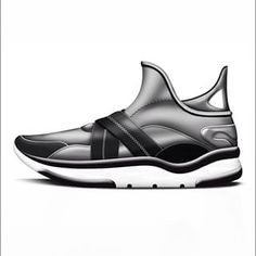 Sketching some neoprene sneakers ✏️ Diseñando deportivos en neopreno #sneaker #sneakers #sneakerhead #kicks #kicksonfire #design #industrialdesign #shoes #footwear #sketch #sketching #draw #art #drawing #dibujo #arte #zapatillas #deportivos #fashion #urban #urbano