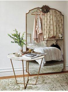 vieux miroir table moderne