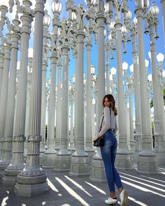 LACMA Los Angeles County Museum of Art.By Jessica Stein - tuulavintage Winter Photography, Girl Photography, Creative Photography, Lacma Lights, Lacma Museum, Lacma Los Angeles, Los Angeles Pictures, Los Angeles Travel, Funny Art