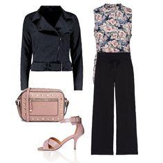 Pantaloni larghi per uno stile libero, con top a fiori su rosa. Il colore è ripreso sugli accessori.