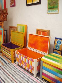 Hand Painted Chairs, Painted Boxes, Hand Painted Furniture, Kids Furniture, Diy Toy Storage, Wooden Storage Boxes, Wooden Boxes, Toddler Room Organization, Trunk Makeover