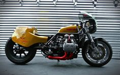 RocketGarage Cafe Racer: Goldwing Drag Bike
