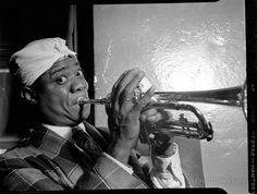 Louis Armstrong Aquarium, New York, N. July 1946 Source: William P. Gottlieb, Library of Congress Jazz Artists, Jazz Musicians, Nat King, Time In The World, Louis Armstrong, Miles Davis, Jazz Blues, Music Icon, Popular Music