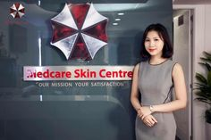 When a skincare clinic in Vietnam debuted their new branding, they had no idea they'd be world famous for unknowingly using the same logo as the Umbrella Corporation from Resident Evil. Skin Center, Skin Care Center, Troll, Beauty Skin, Health And Beauty, Internet Jokes, Resident Evil 2, Umbrella Corporation, Video Humour