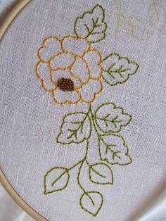 haciendo-bordados-de-flores-pespunte