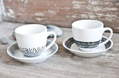 Geschirr mit minimalem schwarzen Muster // Cups with black pattern by Lelena via DaWanda.com