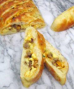 Breakfast Stromboli Recipe http://www.thespiffycookie.com/2013/06/10/breakfast-stromboli/