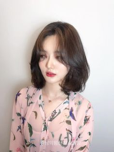단발 레이어드컷 💋 여자 단발파마 종류 너무예뻐! : 네이버 포스트 Short Hair Dos, Korean Short Hair, Girl Short Hair, Medium Hair Cuts, Medium Hair Styles, Curly Hair Styles, Hair Flip, Cut My Hair, Asian Hair Bangs