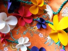 Been dying for some plumeria hair pieces...  [Great tutorial for making felt flowers.]
