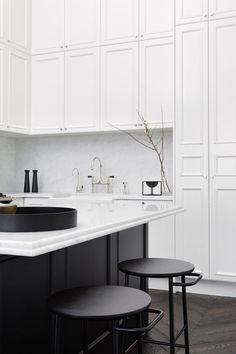 Not only infused with effortless Parisian charm, the updated kitchen configuration ensures functionality is maximised. Prahran, Victoria residence, designed by Jean-Pierre Biasol. Diy Interior, Interior Design Kitchen, Modern Interior Design, Home Design, Design Ideas, Apartment Interior, Monochrome Interior, Interior Decorating, Classic Interior