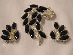 VTG. SARAH COVENTRY JET BLACK GLASS STONES/CLEAR RHINESTONES BROOCH/EARRINGS SET
