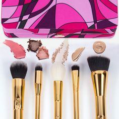 What #tarteist would be complete without their toolbox??? Just imagine all the #worksoftarte you'll be able to create with our NEW limited-edition tarteist™ toolbox brush set & magnetic palette!!! ✨ #tartecosmetics #worksoftarte