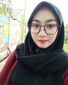 Beautiful Hijab Girl, Indonesian Girls, Hijab Chic, Girl Hijab, Muslim Women, Hijab Fashion, Asian Beauty, Color Pop, Hair Beauty