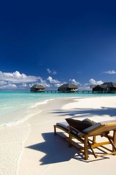 Ahhh the gorgeous #white!    #sunsandsea    'Because we ♥ Kiwi Collection  traveling to exotic locations!'