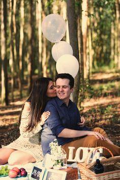 Fotos Ensaio Pré-Wedding em Holambra - Picnic em campo de eucalipto