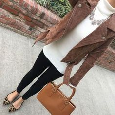 Stylish Brown Leather Jacket Outfits Ideas To Makes You Look Suede Moto Jacket, Leather Jacket Outfits, Winter Outfits For Work, Fall Outfits, Casual Outfits, Mode Chic, Mode Style, Mode Outfits, Fashion Outfits